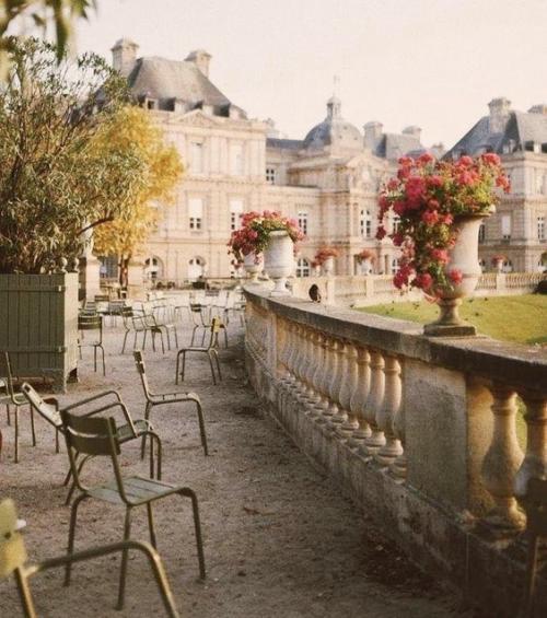 Comment (sur)vivre à Paris